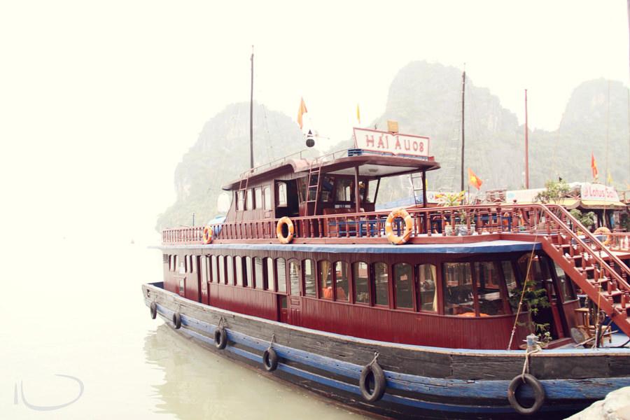 Halong Bay Vietnam Wedding Photographer: Junk boat
