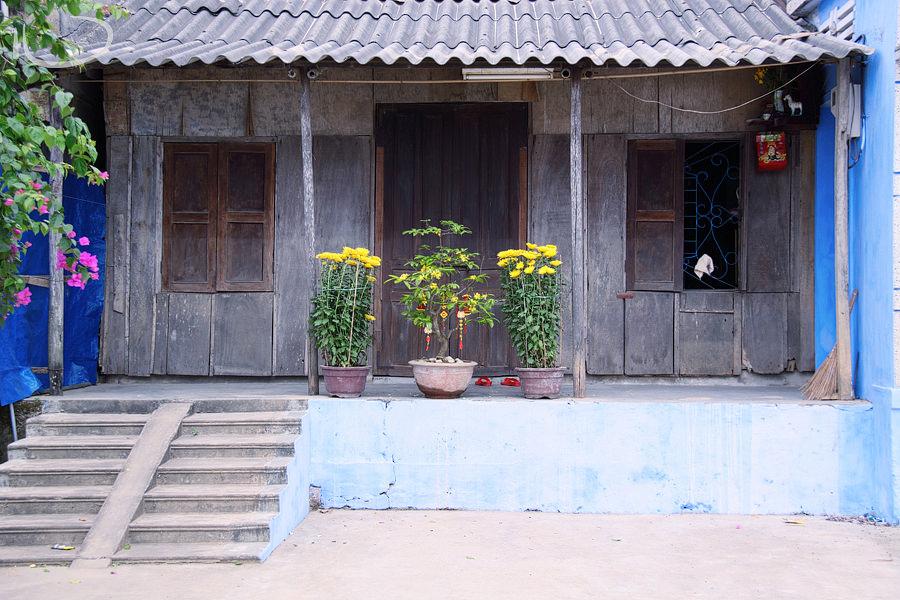 Hoi An Vietnam Wedding Photographer: Blue house