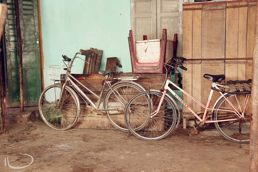 Vietnam Wedding Photographer: Bikes
