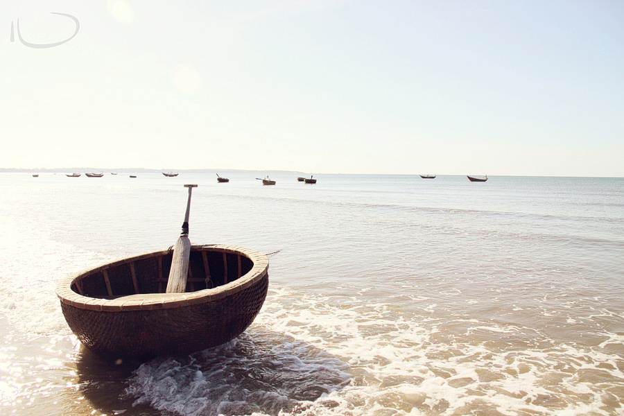 Mui Ne Vietnam Wedding Photographer: Round fishing boats on beach