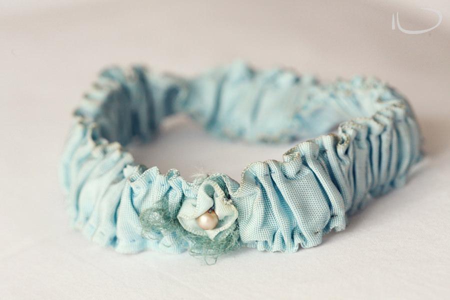 Apollo Bay Victoria Wedding Photographer: Something blue - grandmothers garter