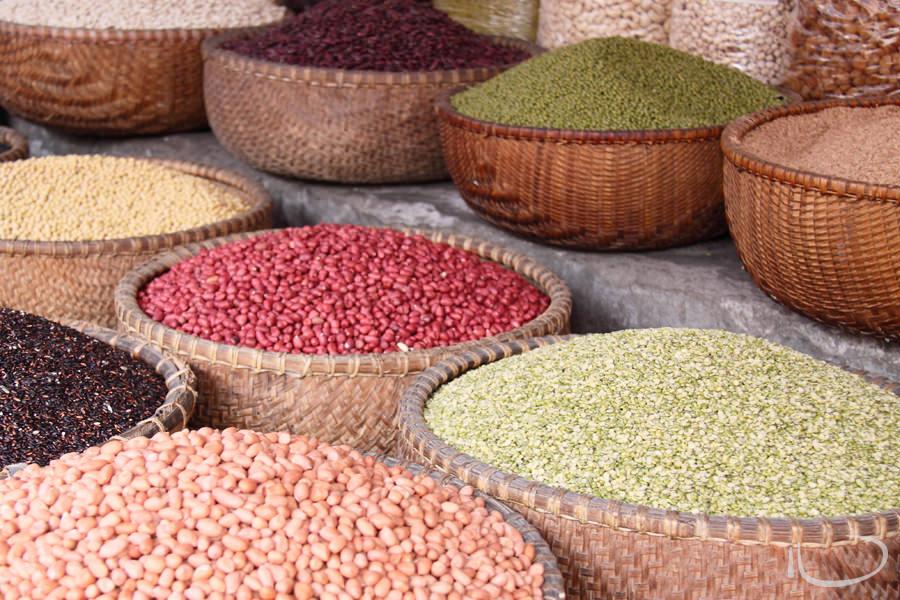 Vietnam Wedding Photographer: Lentils at the markets