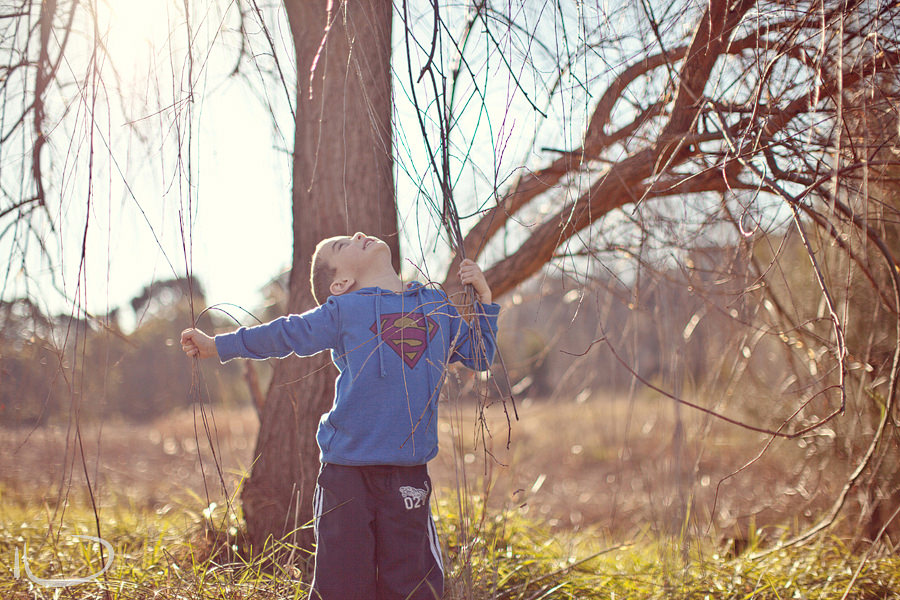 Canberra Family Photographer: Boy playing in trees