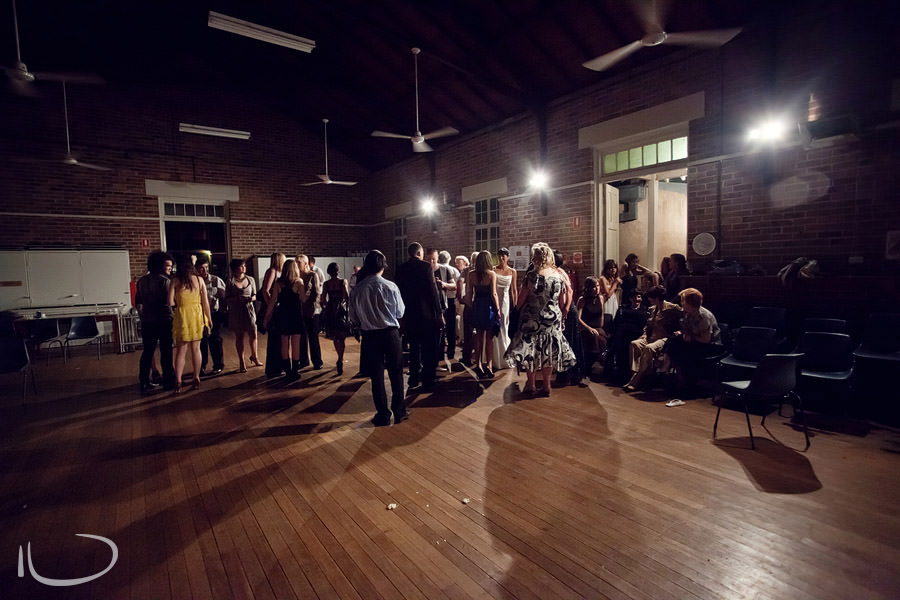 Mudgee NSW Wedding Photographer: Bride & groom farewelling guests