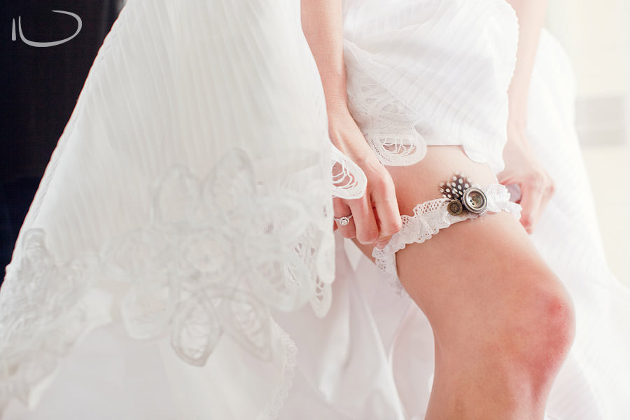 Pokolbin Hunter Valley Wedding Photographer: Bride putting on garter