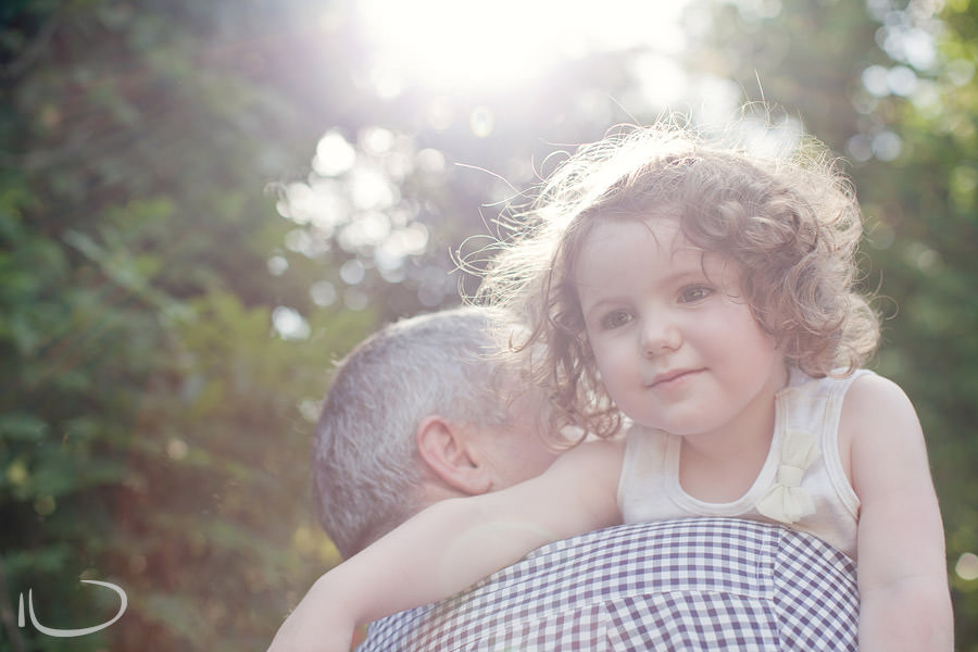Kurrajong Sydney Child Photographer: Toddler on Dad's shoulders