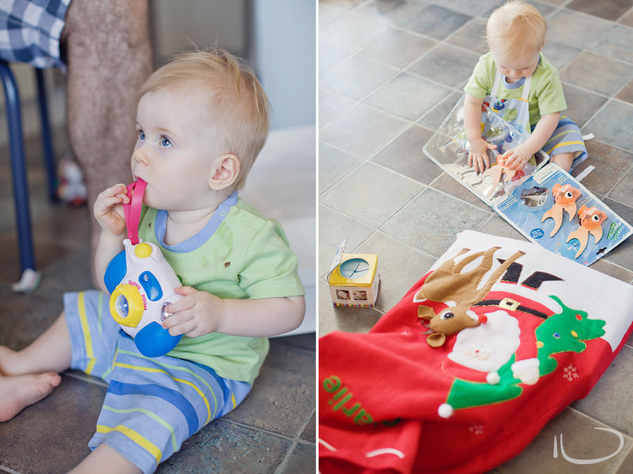 Mona Vale Sydney Baby Photographer: Babies opening Christmas presents