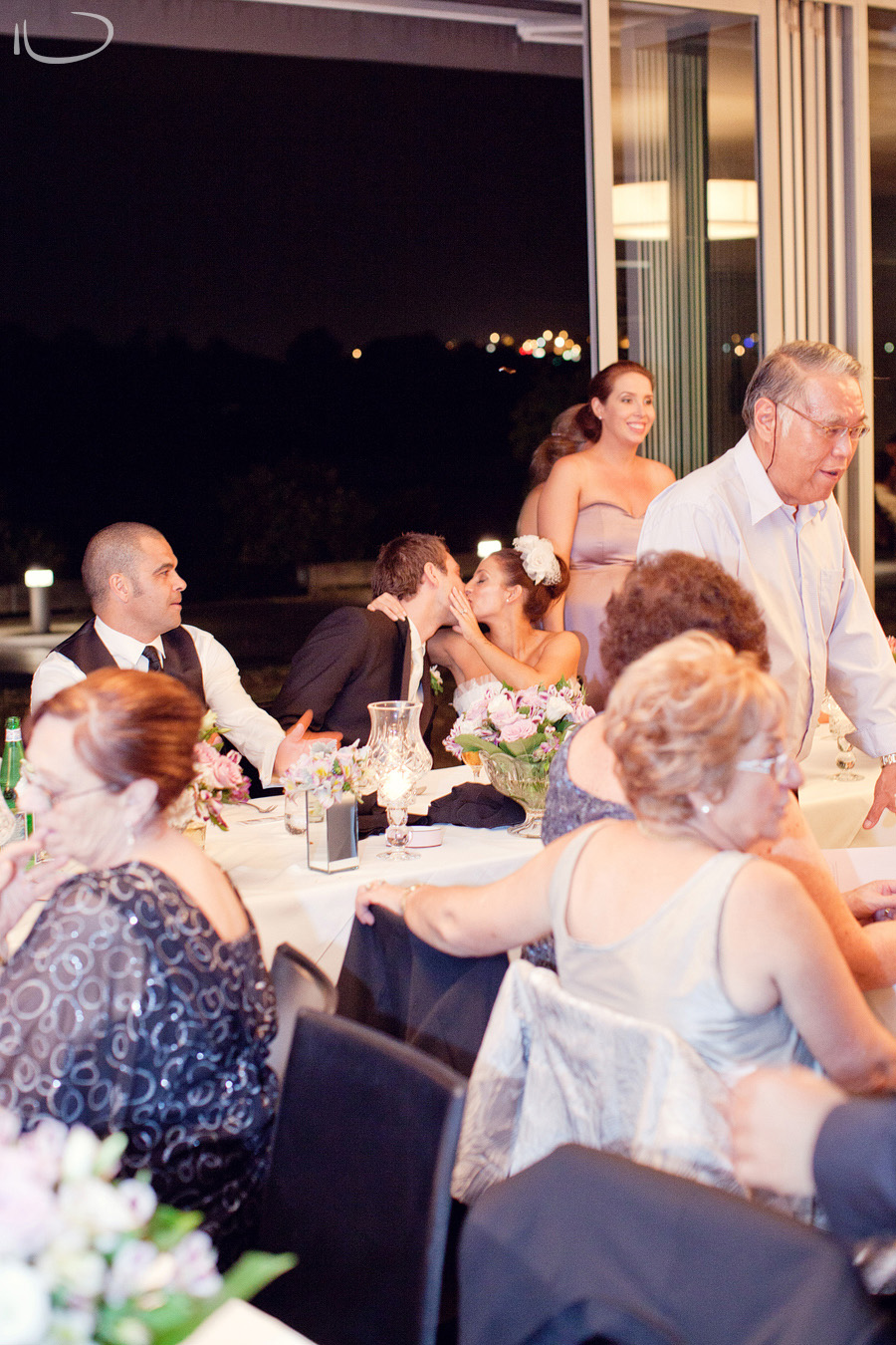 Oliveto Restaurant: Bride & Groom kiss