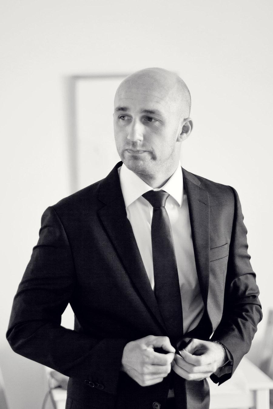 Sydney Wedding Photographer: Groom getting ready