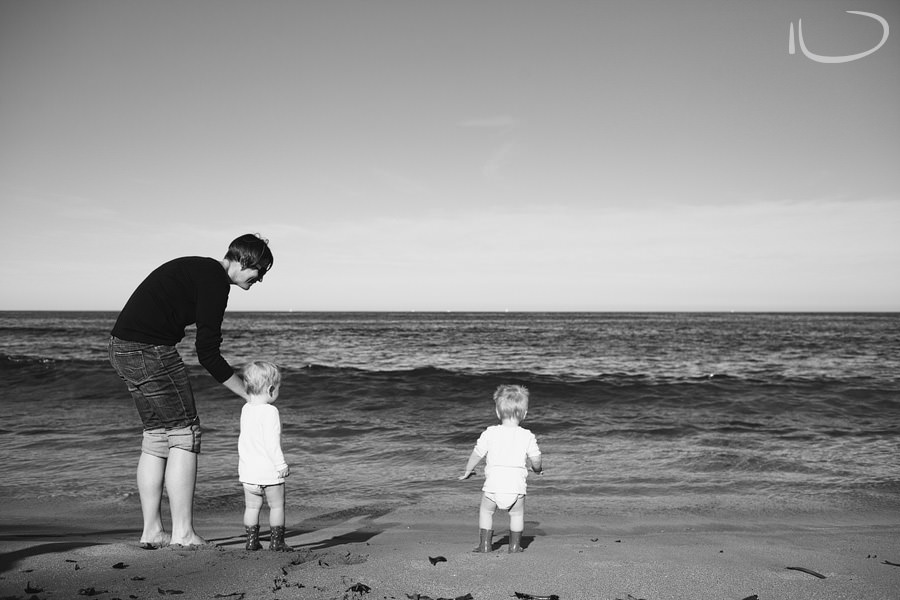 Mona Vale Family Photographer: Twins first trip to the beach