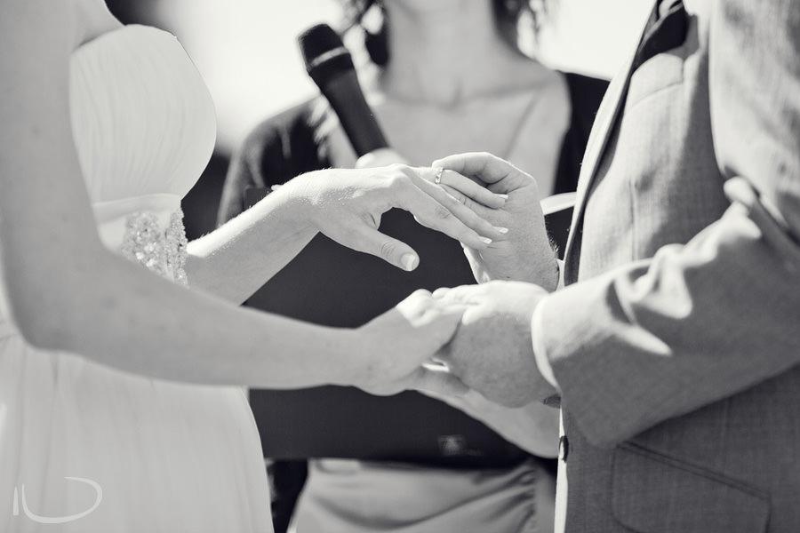 Botanic Gardens Wedding Photographer: Exchange of rings