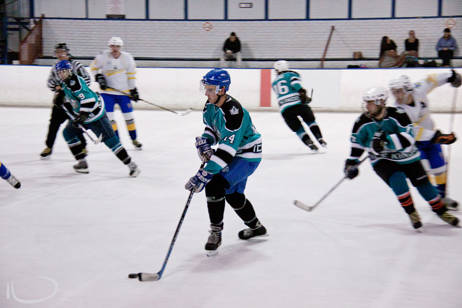 Sydney Ice Hockey Photographer: Playing the puck