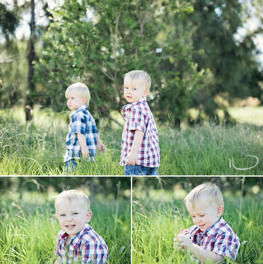 Sydney Child Photographer: Twins playing in the grass