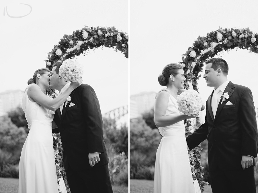 North Shore Wedding Photographer: Kiss the bride