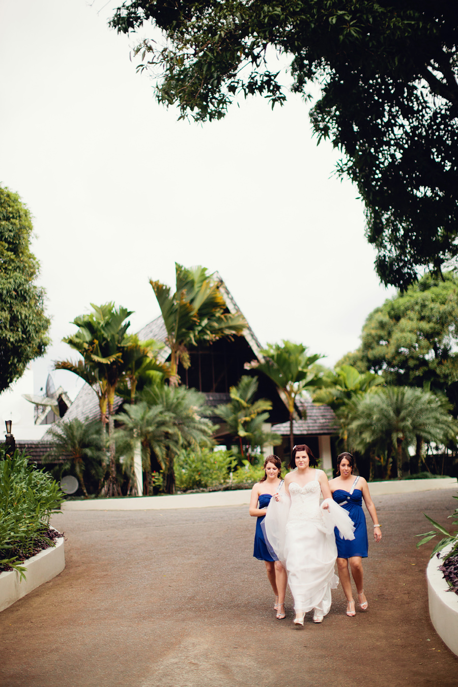 South Pacific Wedding Photographers: Bride & bridesmaids