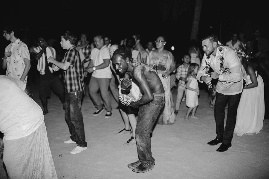 Port Vila Wedding Photographers: Dancing on beach