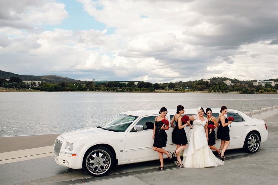 Canberra Wedding Photography: Bride & bridesmaids