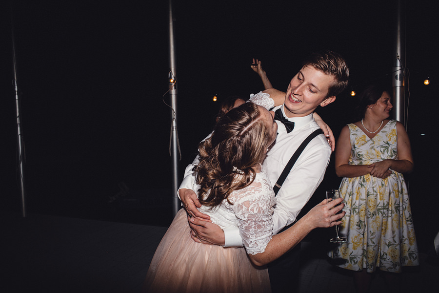Relaxed Wedding Photography: Dancefloor